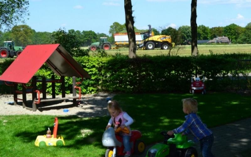 kinderopvang op een boerderij in Geesteren, gemeente Tubbergen Koeiendans